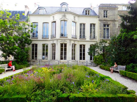 I prefer paris secret marais garden 2 jardins des for Jardin secret paris