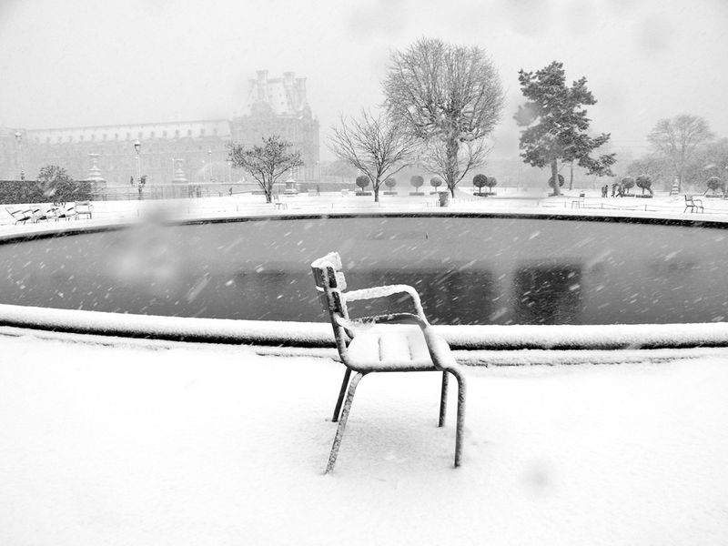 SNOW COVERED CHAIR TUILERIES copy