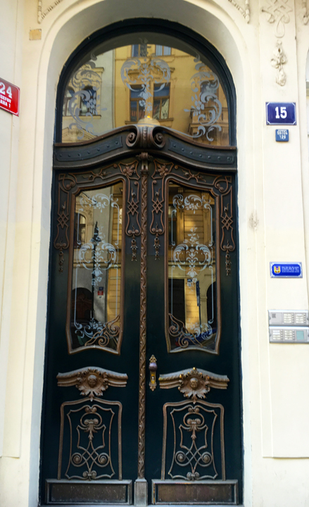 DOM 11-16-PRAGUE-11