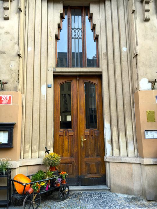 DOM 11-16-PRAGUE-6