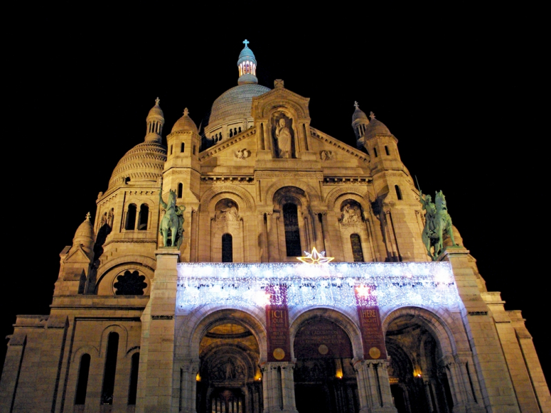 Sacré-Cœur-Montmartre-Christmas-LR-©-French-Moments