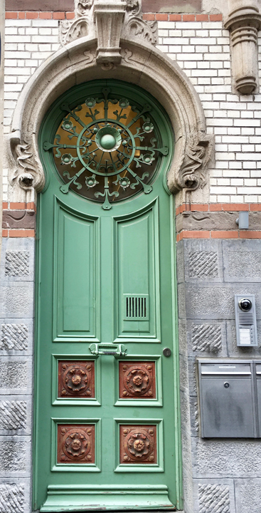 My worldwide quest for doors continues. This month it\u0027s Ghent Belgium which I visited last month. Ghent had some unusual styles of doors which I hadn\u0027t ... & I Prefer Paris: Door of the Month