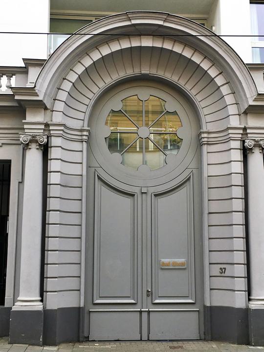 GHENT DOOR-2