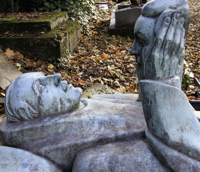 03 detail of Oscar Wilde tomb  -Carolyn Campbell